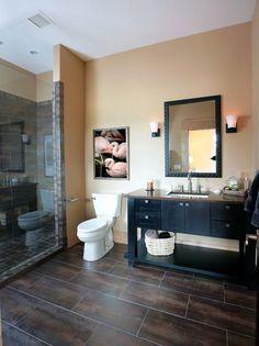 Rectangular floor tiles with a offset Dark Floor Bathroom, Black Tile Bathrooms, Bathroom Tile Designs, Brown Bathroom, Bathroom Flooring, Small Bathroom, Bathroom Ideas, Tile Flooring, Dark Tile Floors