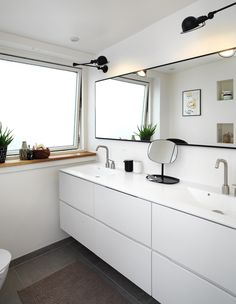 The minimalist style, with its style of cleanliness, is continuous throughout the bathroom, and with the lamps create a House, Interior, Home, Bathroom Update, Cottage Bath, New Homes, Bathroom, Traditional Bathroom Lighting, Minimalist