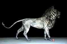 Escultor cria incrível leão de metal que parece ter vida própria - Somente Coisas Legais