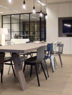 Odesi bij de klant... Onze Branch eettafel staat niet alleen mooi in de eetkamer, maar ook in een zakelijke setting. Zoals hier in een kantoor in Amsterdam