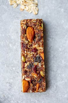 12 BEST Healthy Homemade Granola Bars – Gluten Free + Keto Vegan Options Honey Walnut Granola with Chocolate and Cinnamon Deliciously Basic Homemade Granola Healthy Granola Bars, Homemade Granola Bars, Gluten Free Snacks, Healthy Snacks, Low Fat Cake, Kids Packed Lunch, Dessert Presentation, Boite A Lunch, Sugar Free Diet