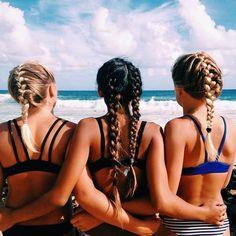 Zon, zee, strand, ons favoriete trio! Daarbij komt ook vaak warrig haar bij kijken. Zeker als je het water in gaat, kun je al eens als een natte poedel ter...