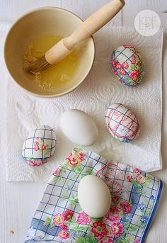 Looking for Easter egg designs and decorating ideas? If you want fun and easy DIY Easter crafts and egg designs this is the list for you! Hoppy Easter, Easter Bunny, Easter Eggs, Easter Projects, Easter Crafts, Easter Ideas, Easter Decor, Craft Projects, Spring Crafts