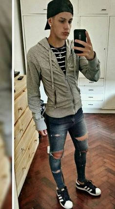 Tight Jeans on sexy guys — punkerskinhead: sexy skinny ripped jeans Tight Jeans Men, Mens Casual Jeans, Superenge Jeans, Ripped Jeans Outfit, Shoes With Jeans, Mens Crop Top, Outfits Hombre, Fashion Moda, Men's Apparel
