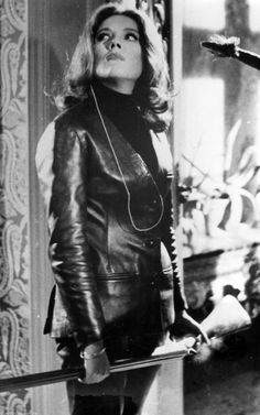 Diana Rigg ✾ as Mrs Emma Peel in 'The Avengers' Emma Peel, The Avengers, Avengers Women, Diana Riggs, Spy Shows, 1960s Tv Shows, Dame Diana Rigg, Joanna Lumley, Band Posters