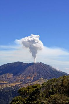 Today 21 de may 2013  the Turrialba Volcano has presented strong emission of ash in the west crater, this caused by seismic signals. Costa Rica!!