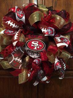 San Francisco 49ers deco mesh wreath. Football Team Wreaths, Football Crafts, Sports Wreaths, Football Season, Baseball Wreaths, 49ers Wreath, Cowboys Wreath, Deco Mesh Garland, Deco Mesh Wreaths