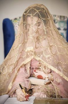 Love the duppata Pakistani Bridal Makeup, Pakistani Wedding Outfits, Bridal Lehenga, Pakistani Dresses, Shadi Dresses, Indian Outfits, Asian Bridal Dresses, Wedding Dresses For Girls, Weeding Dresses