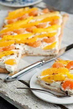 Makkelijke taart met mascarpone, mango, sinaasappel en mandarijn en bastogne. Zoete taart voor ieder verjaardag. #taart #verjaardag #zoet #bakken