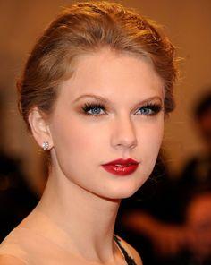 5 maquiagens da Taylor swift para usar na formatura beleza borboletas na carteira-4