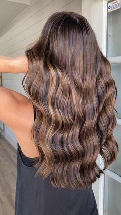 Medium Brunette Hair, Brunette Hair With Highlights, Brown Hair Balayage, Balayage Brunette, Balayage Highlights, Hair Styles With Highlights, Highlights For Brunettes, Carmel Balayage, Light Brown Hair