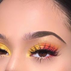 eyeshadow looks My forehead big af but Im loving my eyeshadow . -EYES: pro pigment editorial palette using the colours Tangerine (orange colour), Amy (peach colour) and Tila ( Monolid Makeup, Applying Eye Makeup, Eyeshadow Makeup, Highlighter Makeup, Eyeliner, Yellow Eye Makeup, Peach Makeup, Yellow Eyeshadow, Colorful Eye Makeup