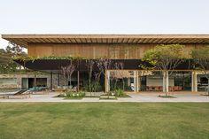 Imagem 1 de 13 da galeria de Residência SW / Jacobsen Arquitetura. Fotografia de Leonardo Finotti