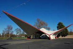 Northgate Orbit Station Googie is a term, derived from the name of a Los Angeles coffee shop, selected by Alan Hess to describe a style o. Mid Century Style, Mid Century Design, Triangle House, Futuristic Home, Native American Pictures, Old Gas Stations, Filling Station, Unique Buildings, Googie