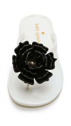Flower flip flops http://rstyle.me/n/i8n89nyg6