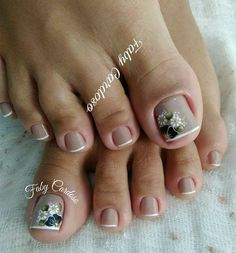 Unhas dos pés decoradas French Pedicure, Pedicure Nail Art, Toe Nail Art, Edgy Nail Art, Pedicure Designs, Toe Nail Designs, Cute Toe Nails, Love Nails, Gorgeous Nails