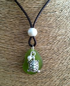 What is the best way to wear your pearl necklace. A pearl necklace is something that looks stunning with the right type of dress. Sea Turtle Jewelry, Seashell Jewelry, Beach Jewelry, Sea Glass Necklace, Sea Glass Jewelry, Diy Necklace, Pearl Necklace, Leather Necklace, Leather Jewelry