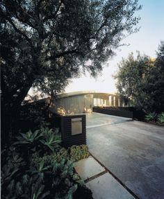 Außenansicht des die Außenansicht von der Terrasse Patio Design-Ideen auf Homesthetics Rainbow Garcia House von John Lautner Restaurierung (3)