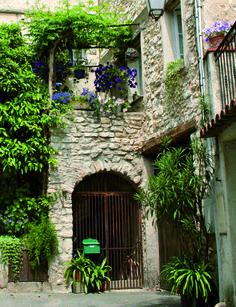 Façades provençales, cœur de village #lacolle Old Stone
