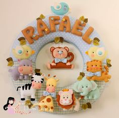 Guirlanda Safári Baby do Rafael ♡ Felt Wreath, Felt Garland, Felt Ornaments, Baby Kranz, Felt Crafts, Diy And Crafts, Felt Baby, Felt Patterns, Felt Fabric