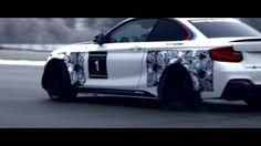 BMW Motorsport hat den BMW M235i Racing zu ihrem Produktportfolio an Kundenrennsportwagen hinzugefügt - ein wunderschönes, schnelles Biest!