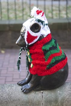 Yarn Bombing iconic statues is a holiday tradition in Portland - Sweaters, Oregon, Ugly Sweaters