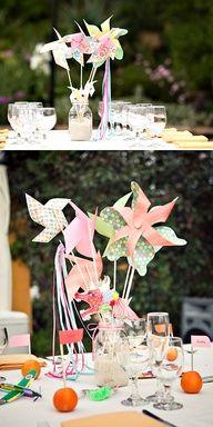 molinillos de papel como centros de mesa