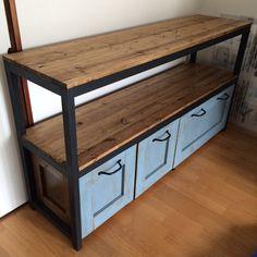 13. 棚部分の木材をつけていきます。SPF材を繋げた棚はブライワックスのジャコビアンで塗装。 木目がいい感じに出て、のっぺりせずかっこよくなりました。