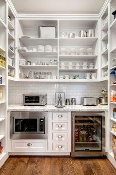 How do I organize a pantry kitchen - pantry cabinet or walk-in pantry kitchen? Decorated life How To Organize a Kitchen Pantry – Pantry Closet or Walk In Pantry Tips, Kitchen Pantry Design, New Kitchen, Kitchen Storage, Kitchen Dining, Kitchen Decor, Fridge Storage, Kitchen Pantries, Kitchen Dishes, Unfitted Kitchen