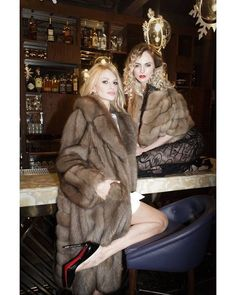 Nadire Atas on Women's Designer Fur Coats & Jackets Sable Fur Coat, Mink Fur, Around The Fur, Fur Coat Fashion, Furry Girls, Hot High Heels, Vintage Fur, Fake Fur, Fur Jacket