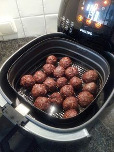 Gehaktballetjes uit de airfryer - 500 gram rundergehakt, 1 zakje Honig uiensoep, scheutje melk - 8 minuten op 185 graden Low Fat Fryer, Phillips Air Fryer, I Love Food, Good Food, Actifry Recipes, 185, Tapas, Recipes From Heaven, Air Fryer Recipes