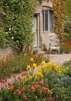 English cottage | http://beautifulgardendecors.blogspot.com