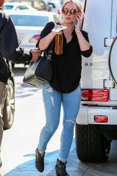 Hilary Duff wearing Rag & Bone Harrow Leather Biker Boots, Barton Perreira Dalziel Round Sunglasses, Bella Dahl Long Sleeve Top, Givenchy Antigona Duffel and Frame Le Skinny Jeanne Jeans in Everglade