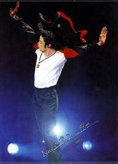 You give me butterflies inside Michael. Michael Jackson Dangerous, Photos Of Michael Jackson, Michael Jackson Bad Era, Mike Jackson, Most Beautiful Eyes, Beautiful Soul, Earth Song, King Of Music, First Novel