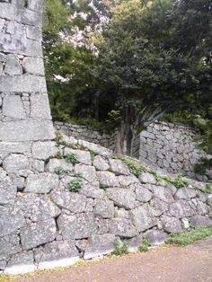 松山城 黒門口登城道 石垣 2014.10.14 Japanese Castle, Medieval Houses, Fences, Stepping Stones, Samurai, Sidewalk, History, Outdoor Decor, Stuff Stuff