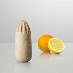 Exprimidor de naranjas, torneado, diseñador desconocido.  -AK