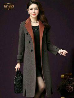 this coat is fabulous! Look Fashion, Hijab Fashion, Winter Fashion, Fashion Dresses, Womens Fashion, Fashion Design, Stylish Coat, Blazer Dress, Coats For Women