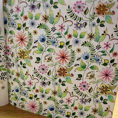 8割くらいペンで塗りました☺︎ペンを使うようになってから効率アップでスピードアップ。あと、紙がぼこぼこにならないのが何より( ´ ▽ ` )  #ひみつの花園#大人の塗り絵#コロリアージュ#塗り絵#ジョハンナバスフォード#secretgarden#coloringbook#johannabasford#adultcoloring
