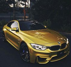 BMW F82 M4 yellow