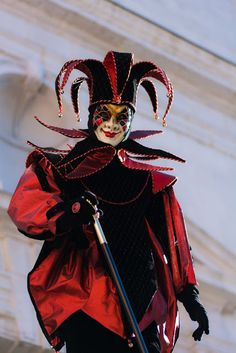 Carnaval annecy 2016 Carnival Date, Carnival Of Venice, Adult Costumes, Halloween Costumes, Clown Pics, Haunted Woods, Jester Costume, Venetian Carnival Masks, Court Jester