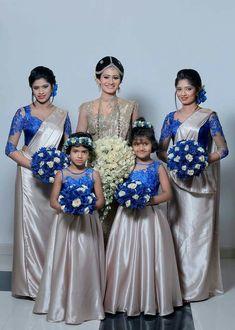 Brids meds Bridesmaid Saree, Bridesmaid Outfit, Long Bridesmaid Dresses, Brides And Bridesmaids, Saree Wedding, Wedding Wear, Wedding Bride, Bridal Sarees, Wedding Rings