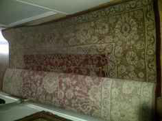 £50 Hull red, cream and gold traditional rug extra large 200 x 290  Picture 1