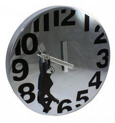 """Reloj de pared para cinéfilos. Realizado en metal cromado. 30cm. diámetro y 4cm. de fondo. Funciona con 1 pila AA. ¿Recuerdas """"Safety last"""", """"El hombre mosca""""?"""