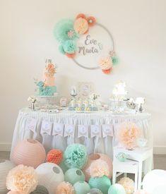Sweet table baptême mint et pêche organisé par Mybbshowershop. Retrouvez les décorations et astuces sur le site pour reproduire cette table