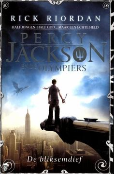 Dutch cover of Percy Jackson and the Olympians, Book The Lighting Thief, by Rick Riordan. Rick Riordan, Good Books, Books To Read, My Books, Bobby, Sea Of Monsters, The Lightning Thief, Percy And Annabeth, Percy Jackson Books