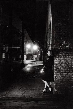 Night scene at Elephant & Castle. London.      Bert Hardy, 1949.