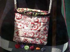 Ulrika Olsson: Slöjdprakt och foträtt Handicraft, Messenger Bag, Diaper Bag, Satchel, Museum, Sewing, Inspiration, Bags, Craft