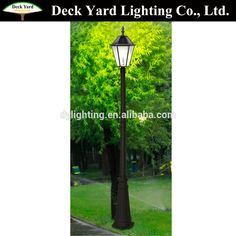 Die Casting Luxury Vintage European Style Solar Garden Lighting Pole Lights