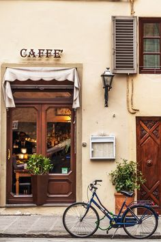 Vital Italy Travel Tips You Need To Know Coffee Shop in Tuscany Places To Travel, Places To Go, Travel Destinations, Italy Travel Tips, Photos Voyages, Visit Italy, Northern Italy, Decoration Design, Reggio Emilia