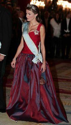 La Princesa Letizia recibiendo al presidente de Letonia